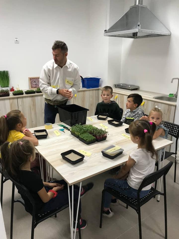 Займатимуться близько тисячі діток: у Франківську відкрили великий центр позашкільної освіти (ФОТО)