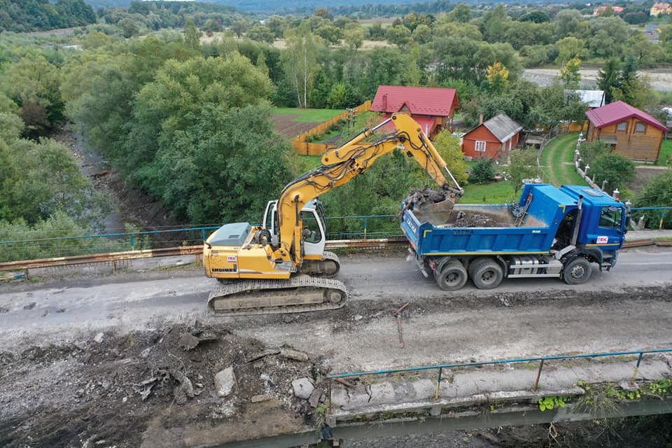 У Делятині на дорозі Мукачево — Львів капітально ремонтують міст (ФОТО)