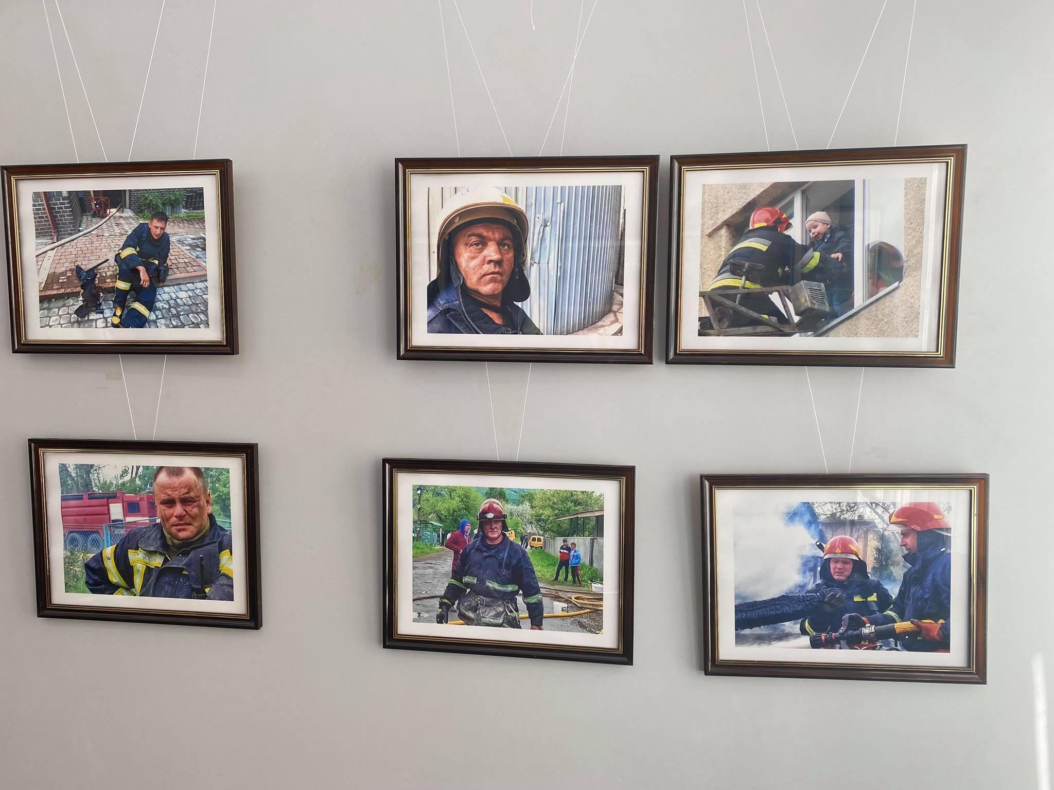 «Ми поруч»: у Франківську до дня рятівника відкрили фотовиставку