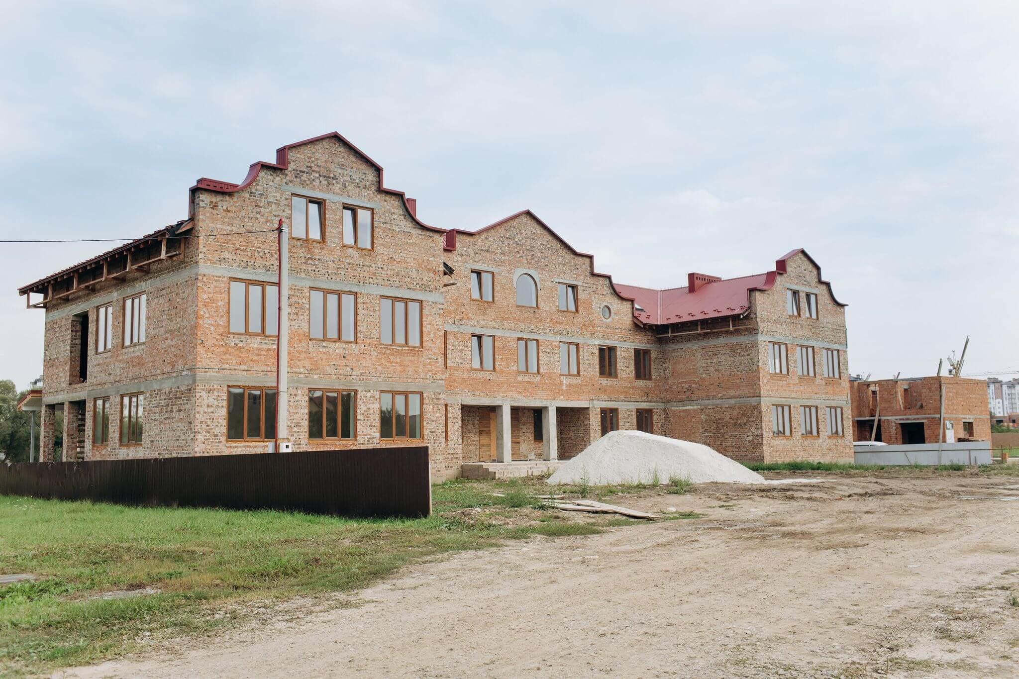 У Крихівцях церква за пожертви будує дитсадок на 120 місць (ФОТОФАКТ)