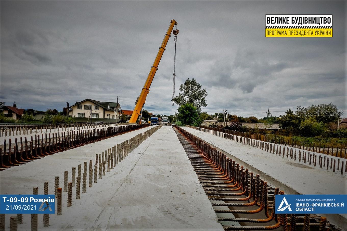 У селі на Косівщині триває будівництво мосту (ФОТО)