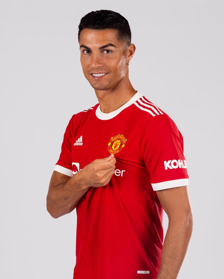 """З'явилися перші фотографії та відео Кріштіану Роналду у формі """"Манчестер Юнайтед"""""""