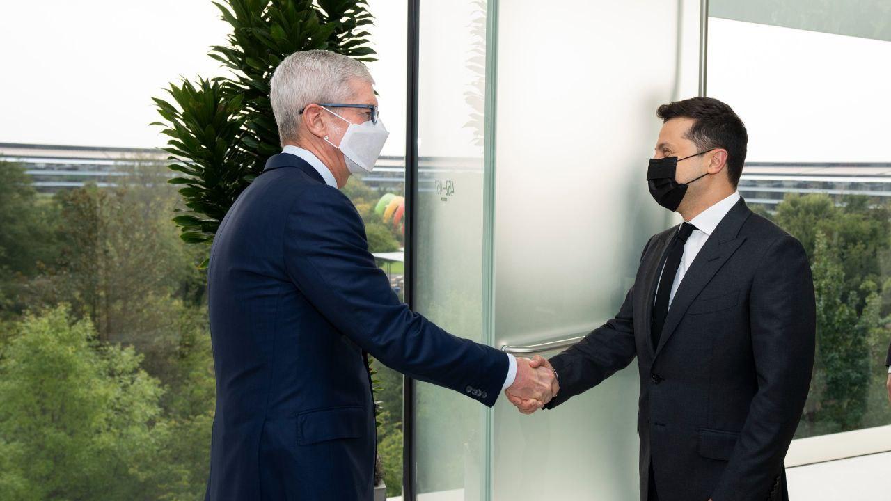 Зеленський у США зустрівся із керівником Apple (ФОТО)