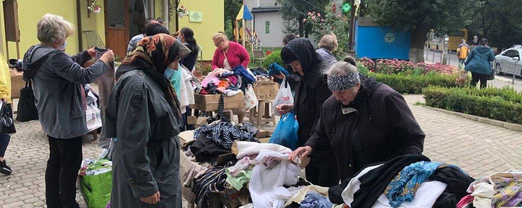В Івано-Франківську розгорнули ринок для людей у скруті (ФОТО)