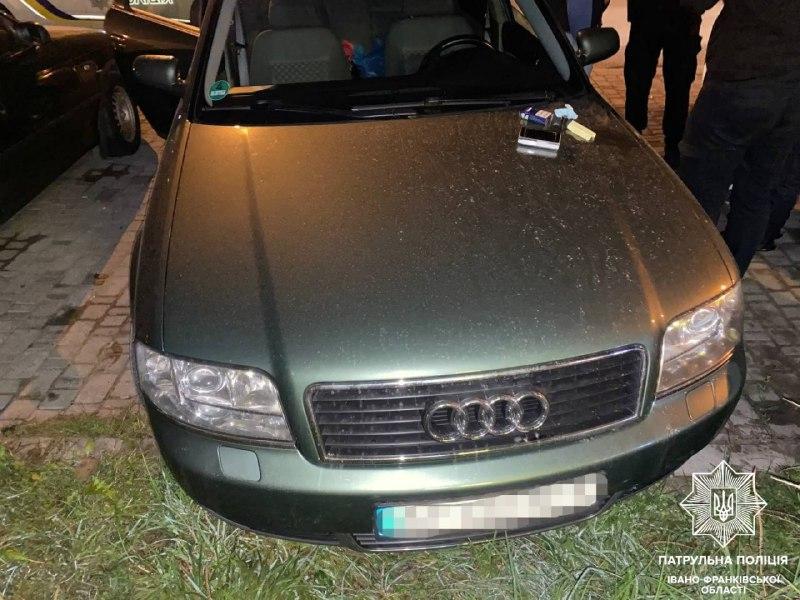 Без прав, але з наркотиками: вночі на Стуса патрульні виявили нетверезого водія (ФОТОФАКТ)