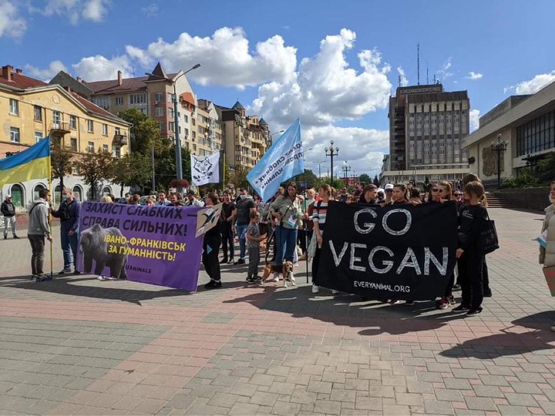 Тварини мають права: франківці вийшли на Всеукраїнський гуманний марш (ФОТО, ВІДЕО)