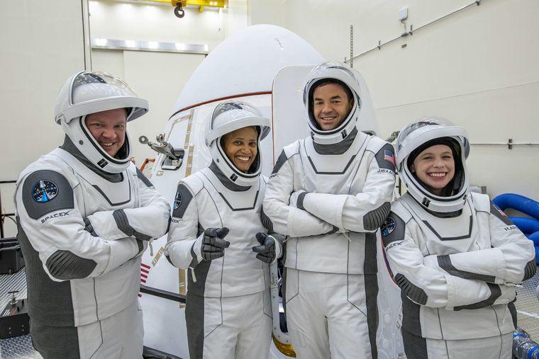Перший цивільний екіпаж відправився у космос. Він проведе там три дні (ВІДЕО)