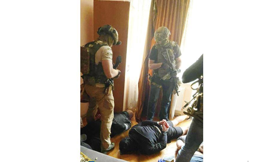 Франківська СБУ оголосила підозру лідеру банди, яка займалася рекетом в області (ФОТО)
