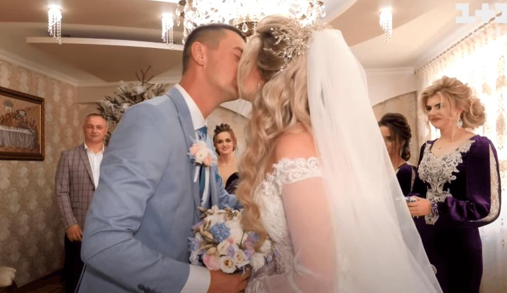 Як на Коломийщині традиційне весілля на 600 осіб відгуляли (ВІДЕО)
