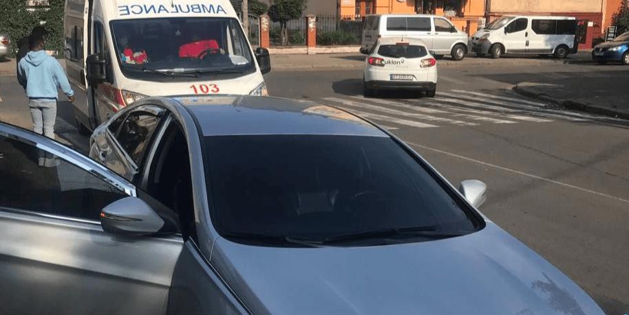 На Чорновола іноземець на Hyundai збив дівчину (ФОТОФАКТ)