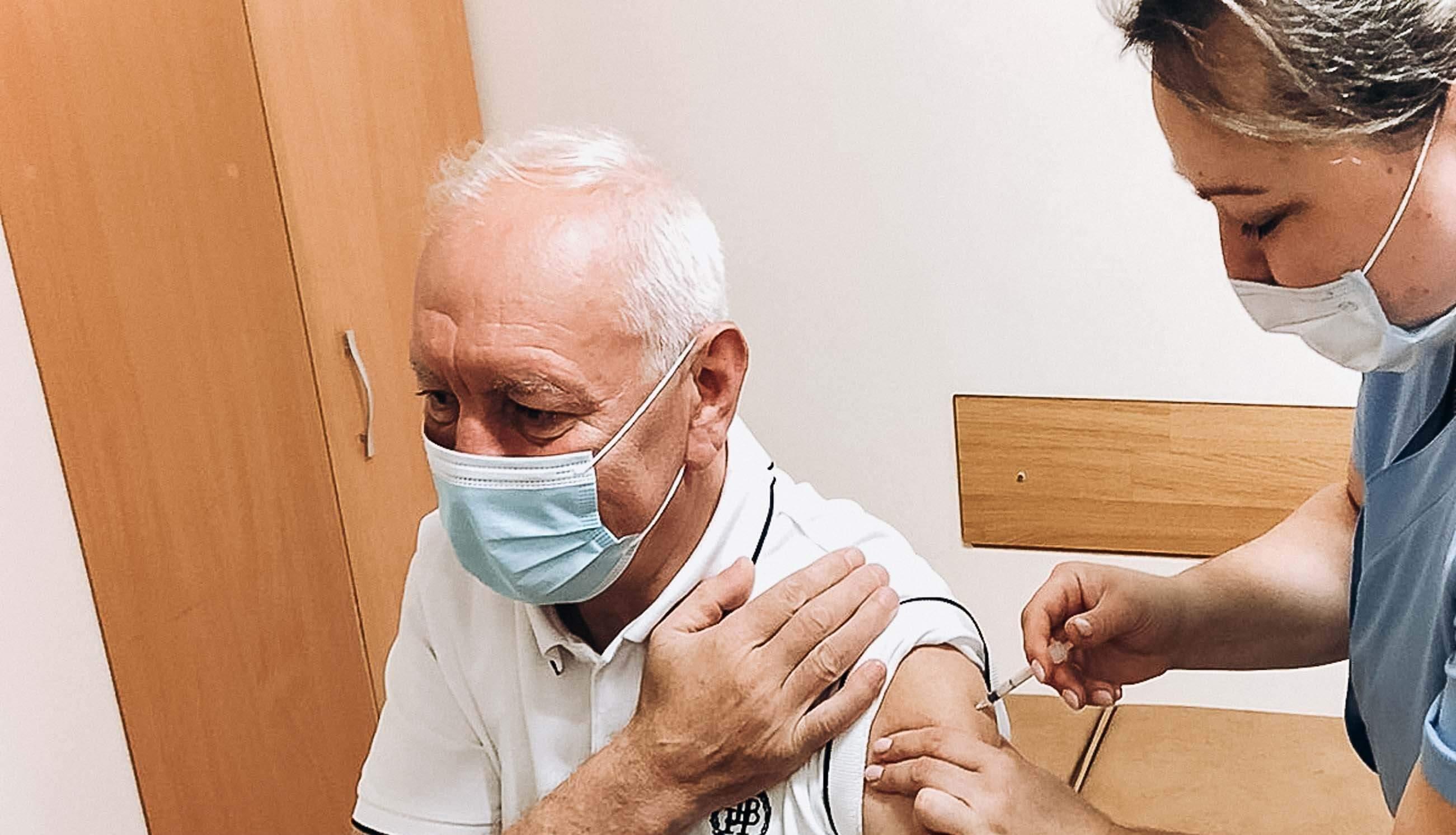 Митрополит Війтишин прийняв дозу вакцини від коронавірусу та іншим радить (ФОТО)