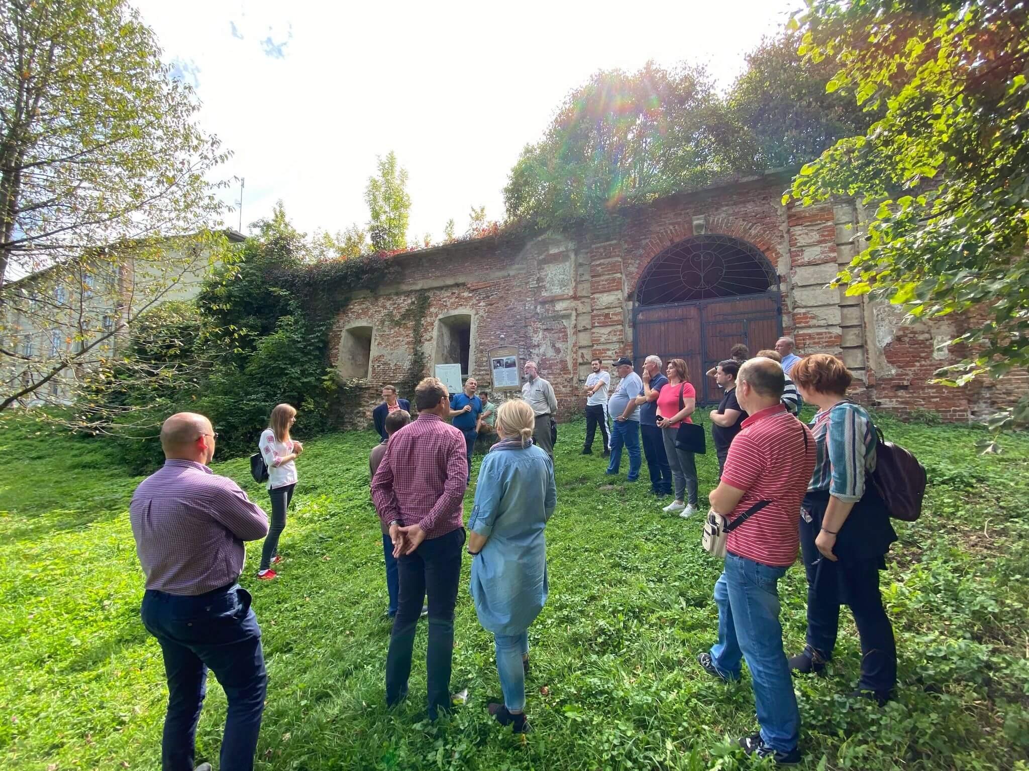 Відновлення Пнівського замку: європейські партнери оглянули пам'ятку (ФОТО)