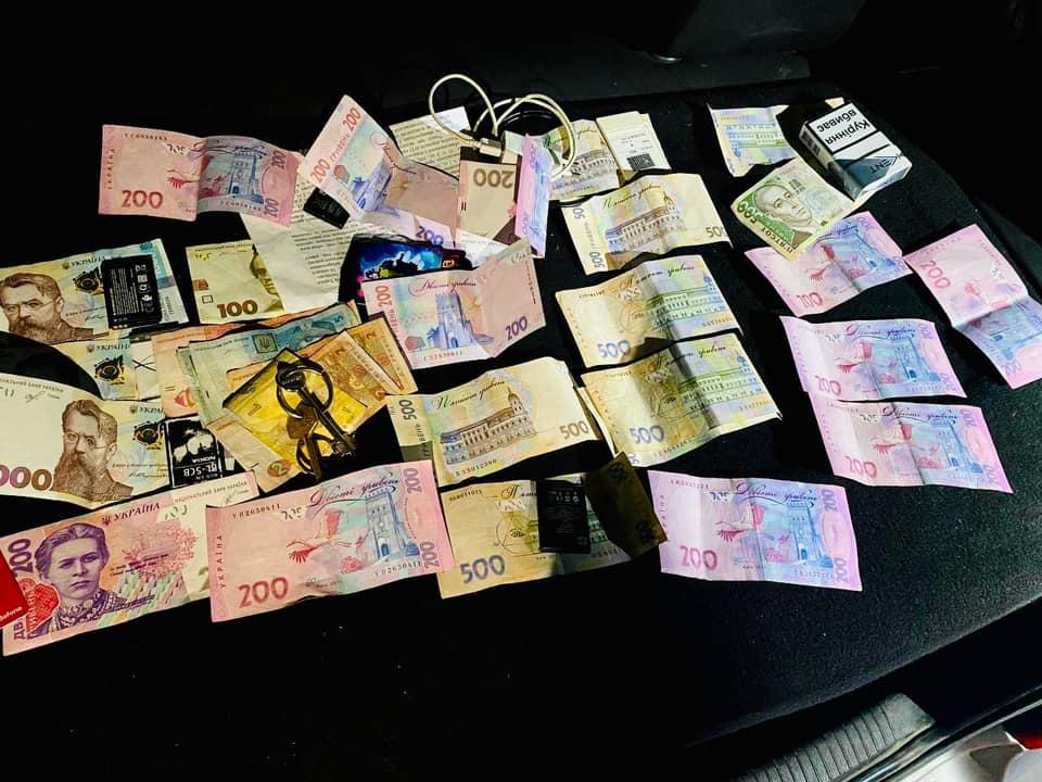 Виманили близько ста тисяч гривень: на Прикарпатті затримали групу шахраїв (ФОТО)
