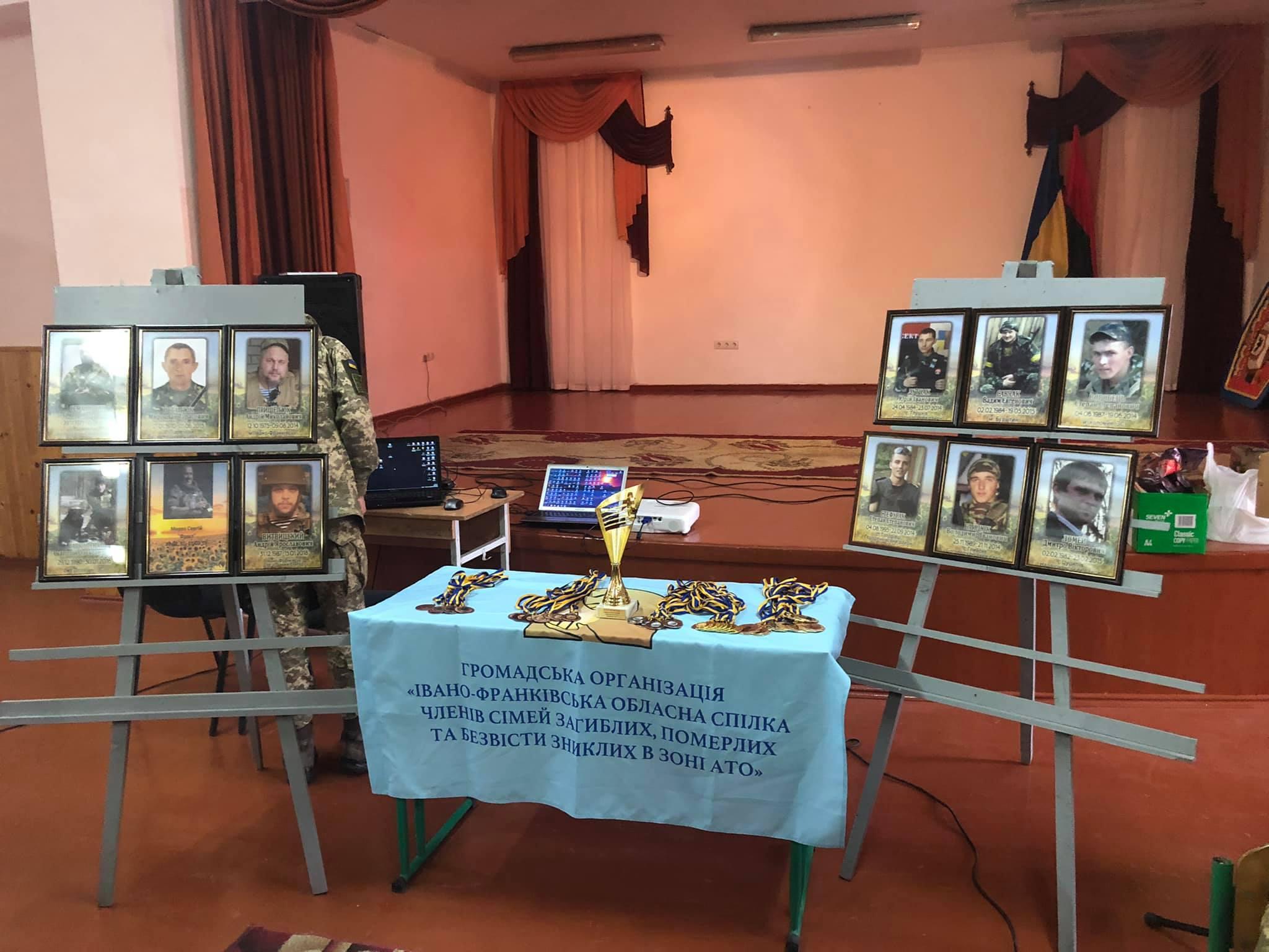 """""""Дзвони пам'яті"""": загиблих прикарпатських воїнів вшанували у Надвірній (ФОТО)"""