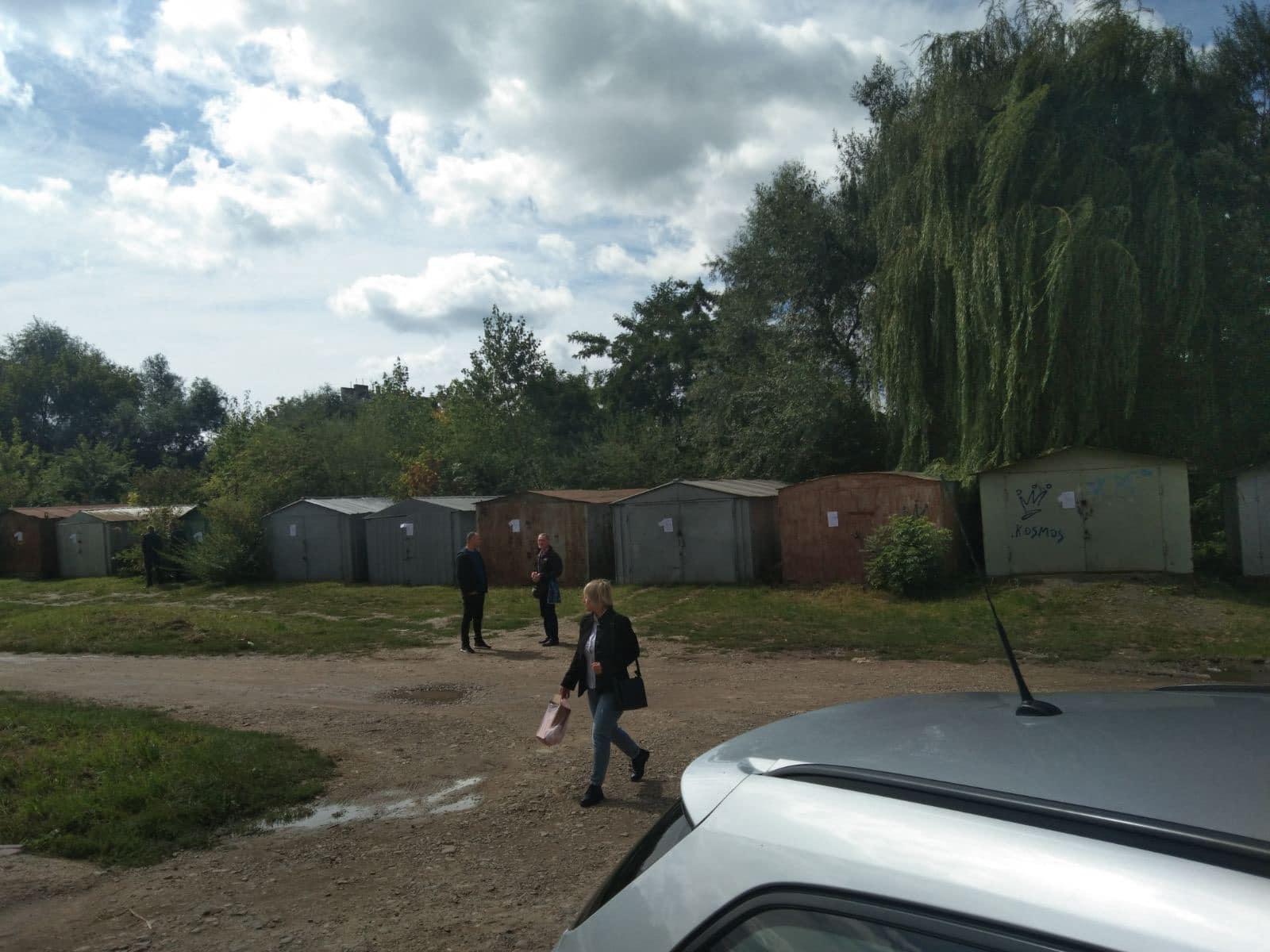 На Молодіжній демонтували 20 незаконних гаражів (ФОТО)
