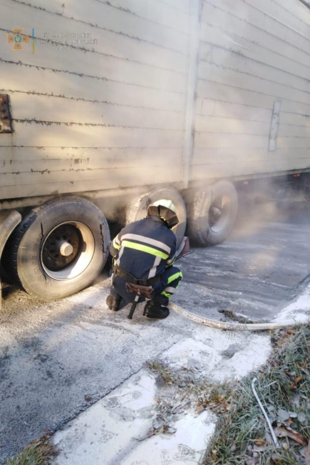 Вантажівка загорілася на Коломийщині (ФОТО)