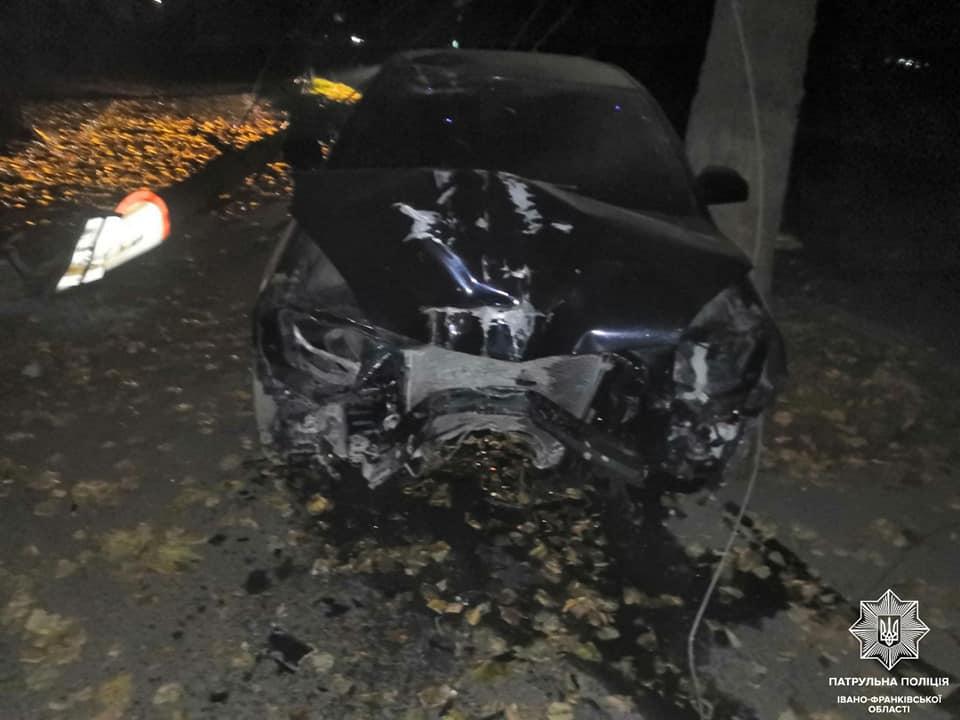 Патрульні розповіли про дві нічні ДТП у Франківську: обидва водії були нетверезі (ФОТО)