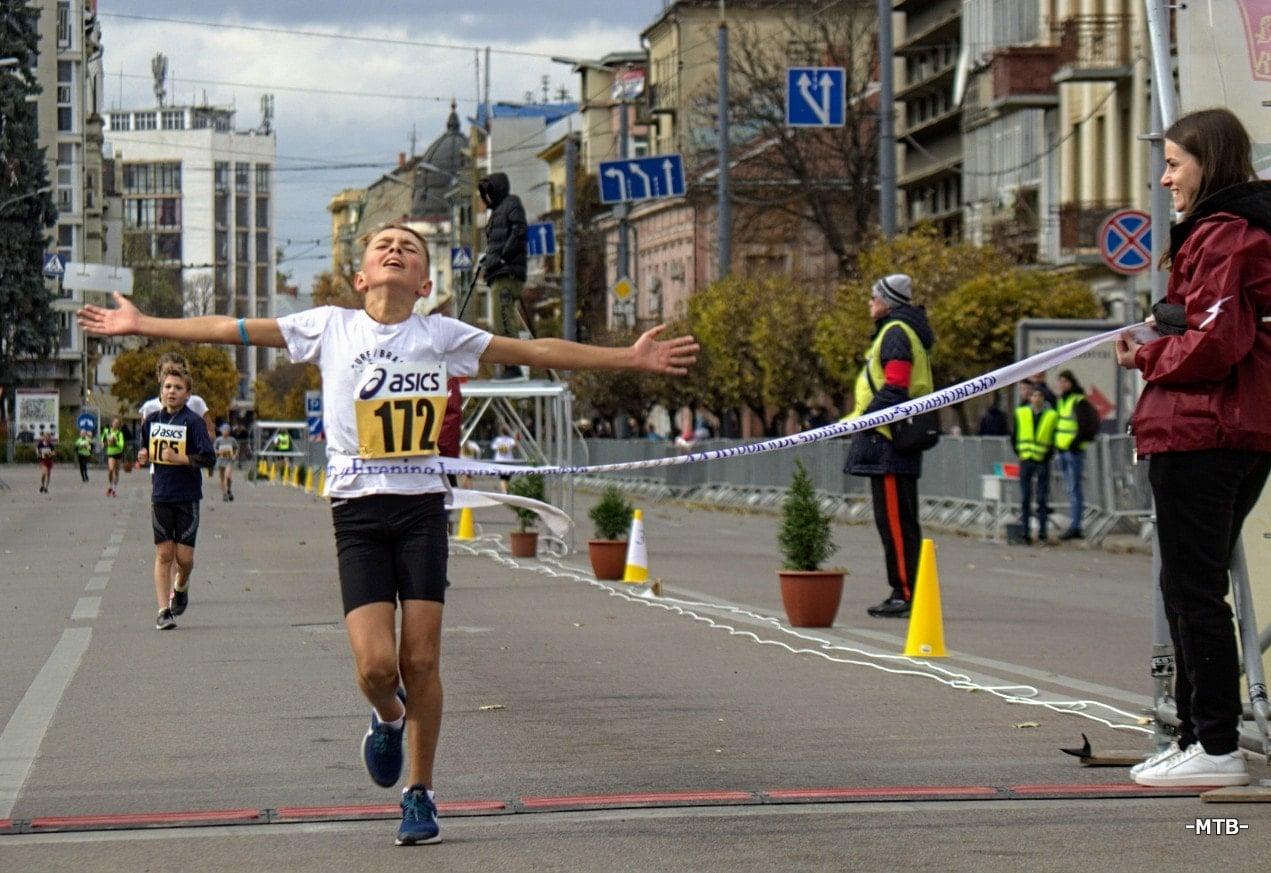 У Франківську під час змагань скороходів встановили рекорд України (ФОТО)