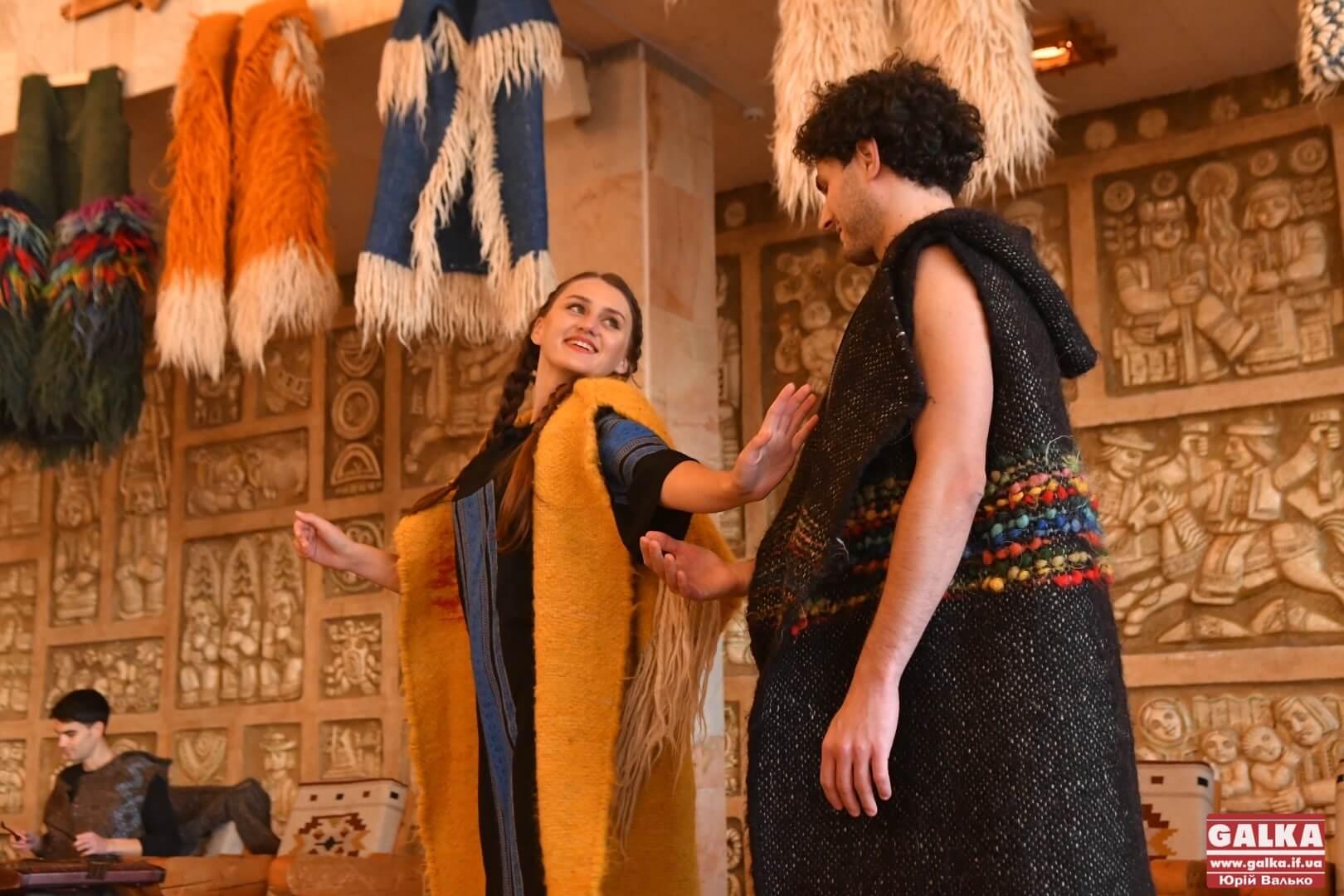 Гуні та ліжники: традиційні гуцульські вироби презентувала майстриня з Яворова Руслана Гончарук (ФОТО)