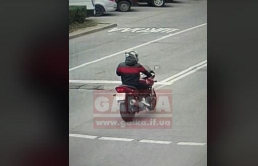 На смерть збив шестирічну дитину у Калуші неповнолітній мотоцикліст, його ще шукають (ФОТО)