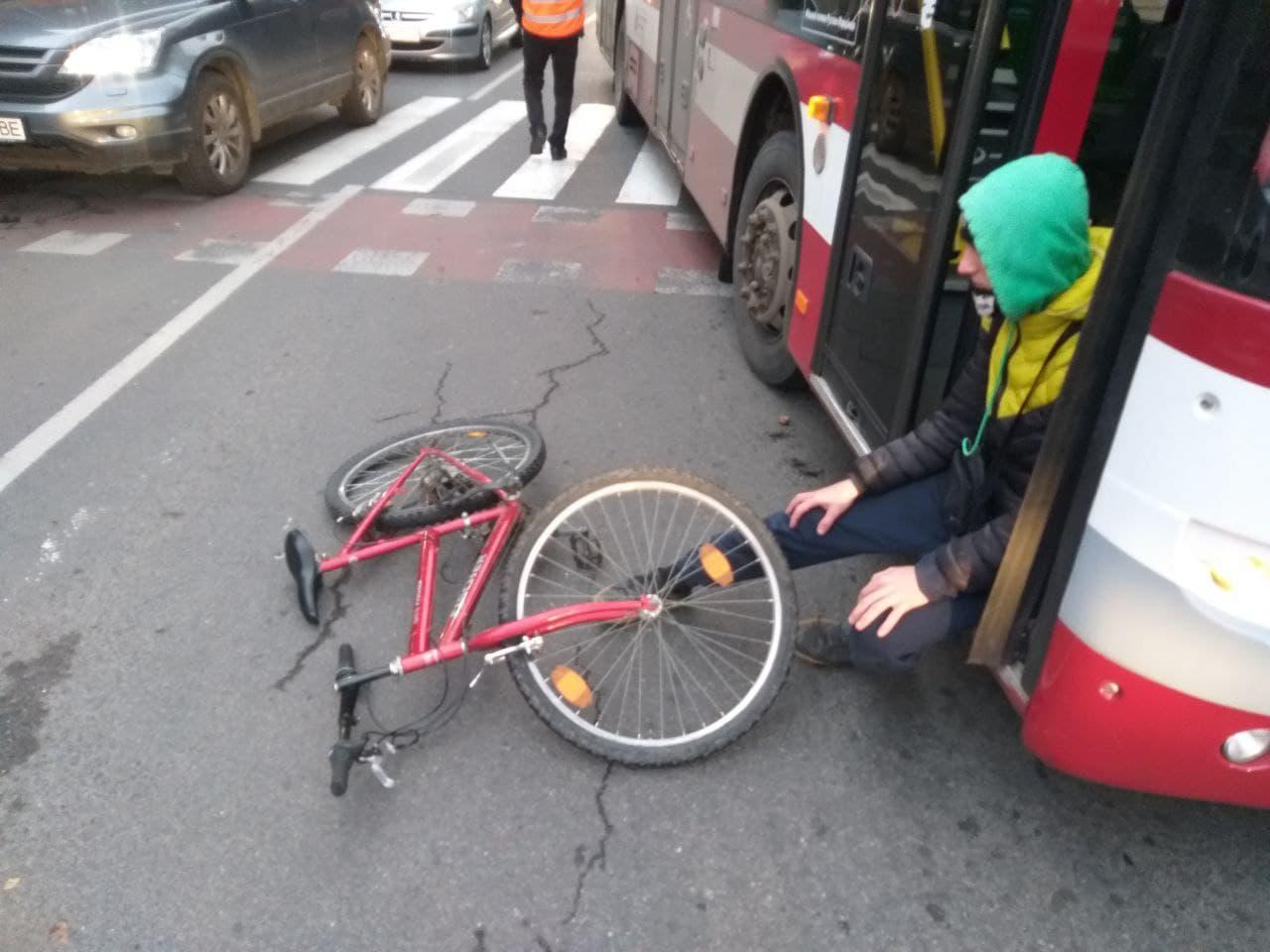 У Франківську автобус збив велосипедиста на пішохідному переході (ФОТО)