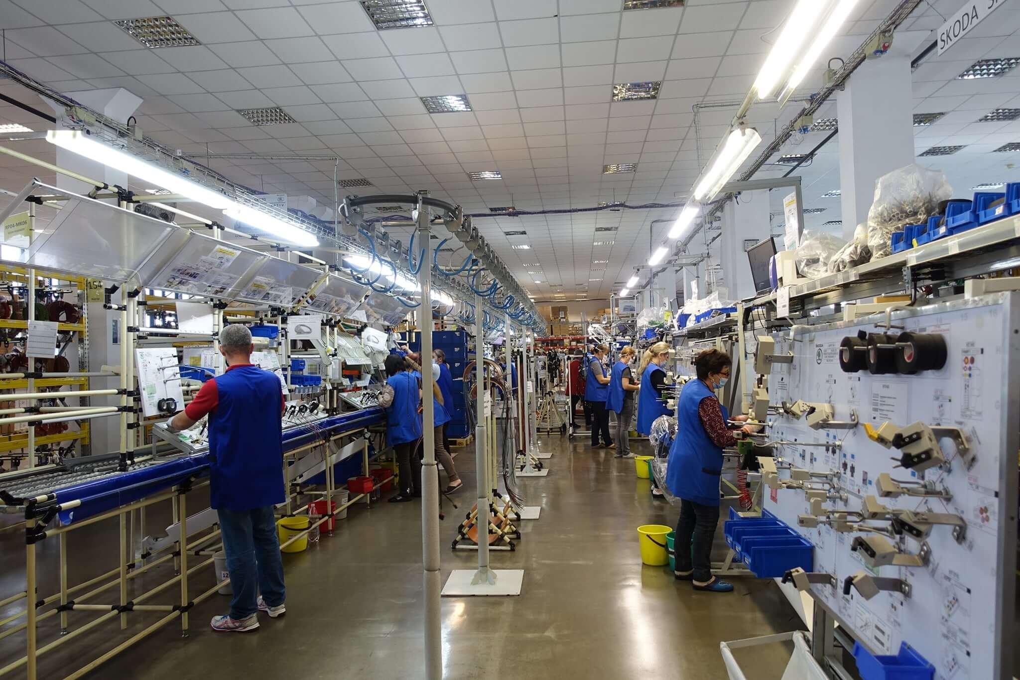 На ВО «Карпати» простої – через світову кризу завод не має достатньо замовлень